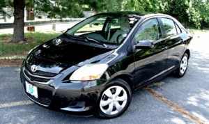 71toyota_yaris_2009_sedan new